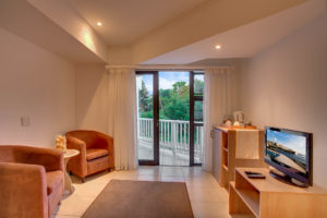 Limoni Self Catering Luxury Suites - Family Suite Lounge 2