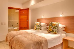Limoni Self Catering Luxury Suites - Family Suite Twin Bedroom