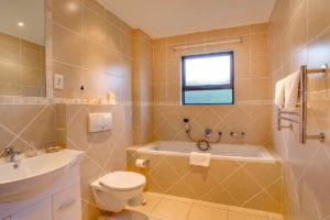 Limoni Self Catering Luxury Suites - Luxury Suite Bathroom