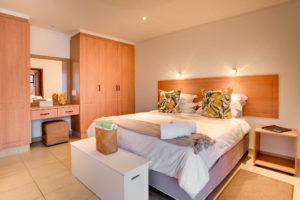 Limoni Self Catering Luxury Suites - Luxury Suite Bedroom
